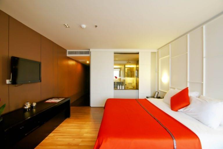 Page 10 Hotel & Restaurants : Studio Deluxe Room