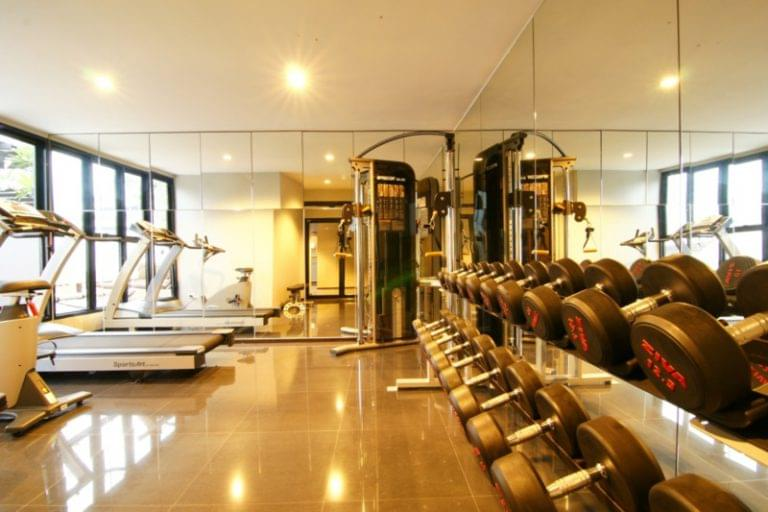 Page 10 Hotel & Restaurants : Fitness Room