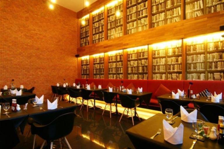 Page 10 Hotel & Restaurants : Restaurant