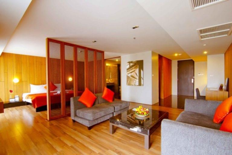 Page 10 Hotel & Restaurants : Suite 808